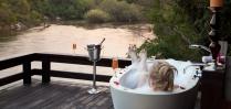 Sensual Bubble-Bath at Royal Chundu
